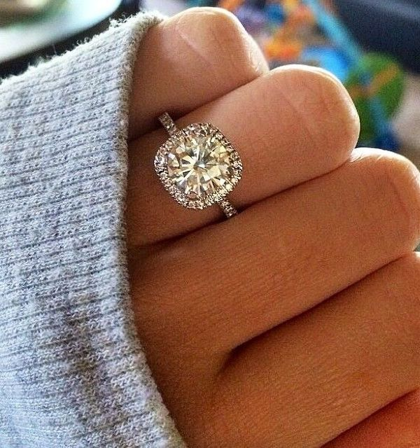 No, You Don't Need a Huge Engagement Ring